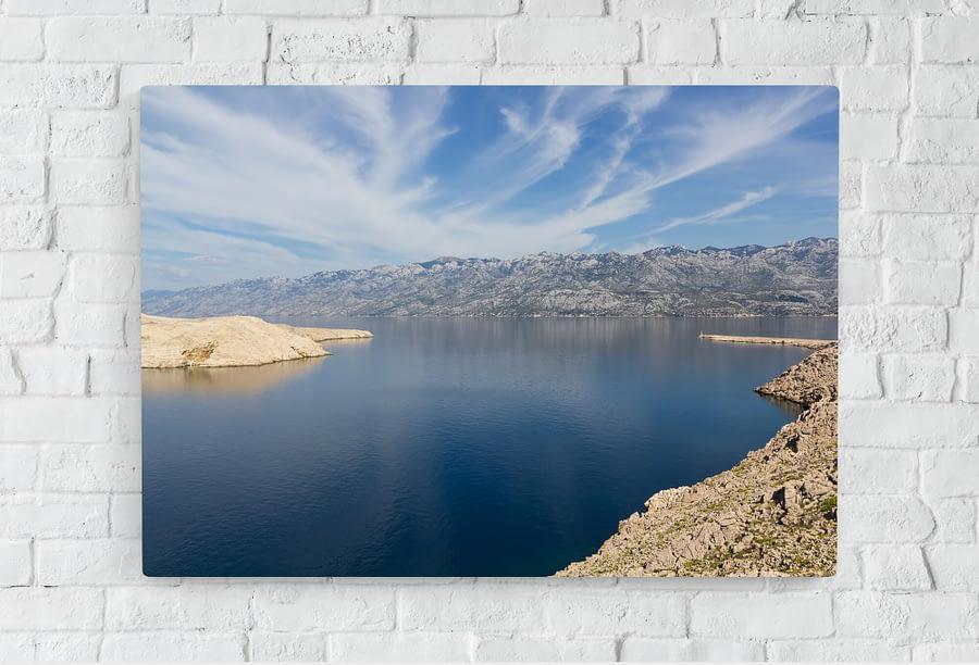 Landschap met bergen en water op canvas